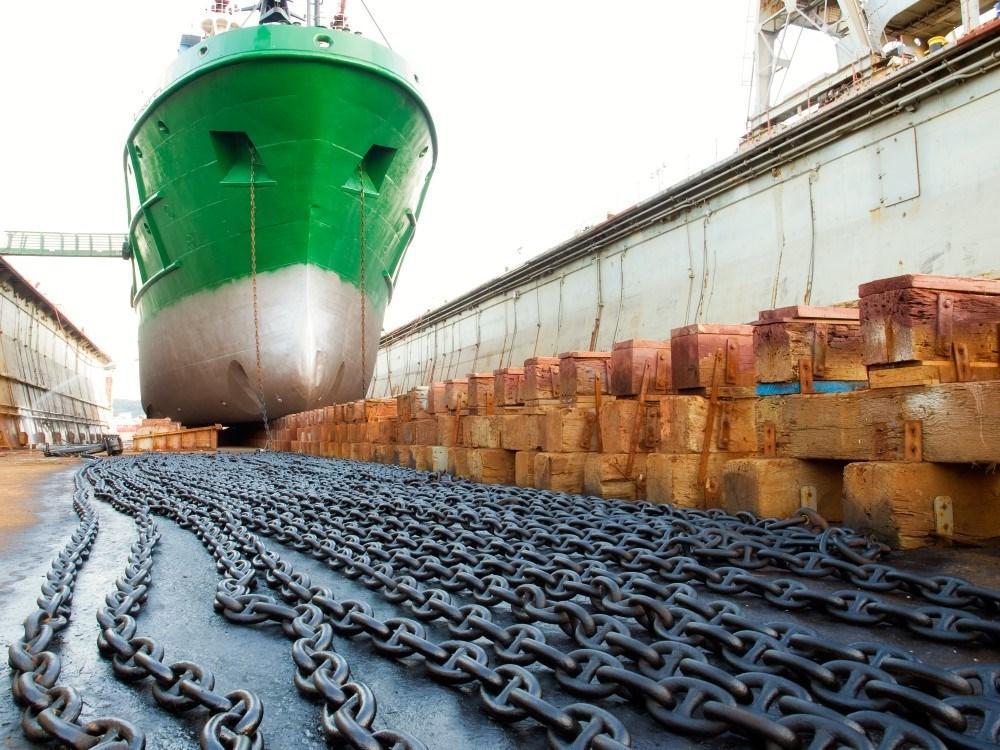 Eigenaar scheepswerf grave is tegen uitbreiding van de jachthaven - Bureau van de uitbreiding ...